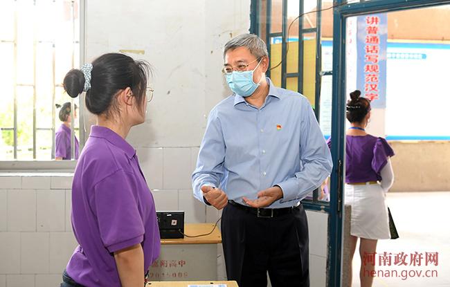 尹弘在登封市检查高考准备工作时强调 全力以赴确保高考安全平稳公平公正