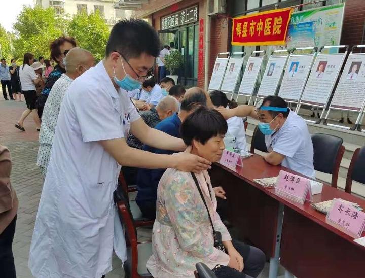 """辉县市中医院医共体送医下基层 为百姓织起""""健康网"""""""