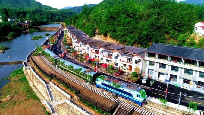 """大山里建起""""火车站""""——新南村的脱贫新鲜事"""