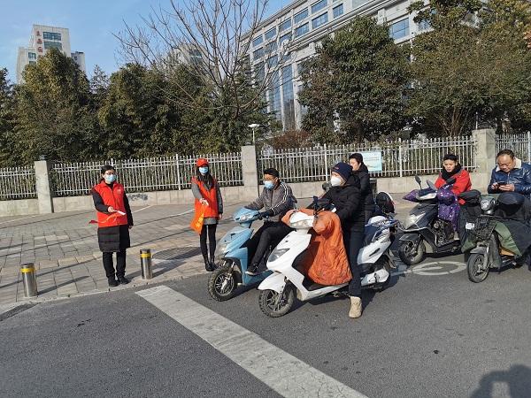 省地方金融监管局 开展文明交通志愿服务活动