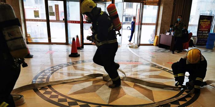开封市通许县应急管理局组织消防救援队开展疫情防控隔离点应急消防演练