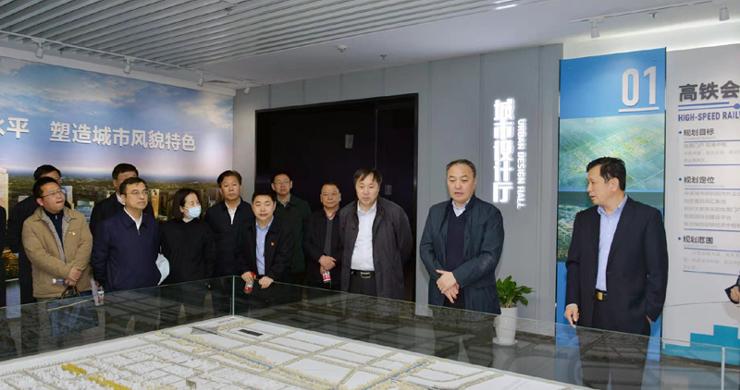 马健厅长<br><br>带队赴郑州航空港区调研并现场办公<br><br>推动航空港区在开放强省建设中展现更大作为