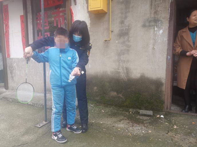 俩80后城管结对帮扶孤儿 漯河城管志愿服务花开沙澧