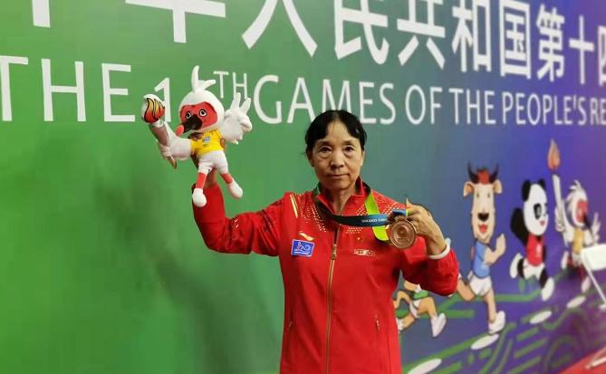 开封市老年乒乓球选手郭佩秋为全运会河南代表团贡献一枚铜牌