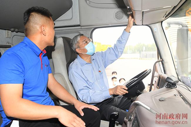 """""""双节""""前尹弘在郑州检查交通运输安全生产工作"""