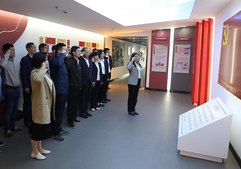 职成教处党支部与河南经贸职业学院教务处党支部联合开展主题党日活动