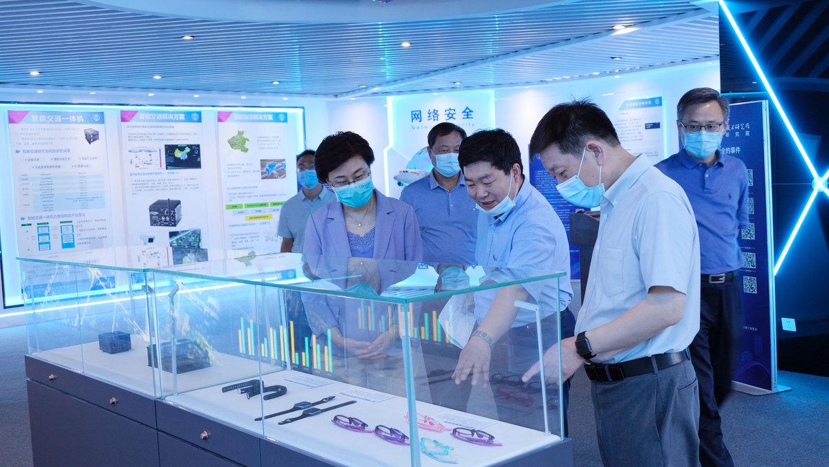 省科技厅厅长陈向平调研郑州市科技创新、灾后重建和复工复产工作