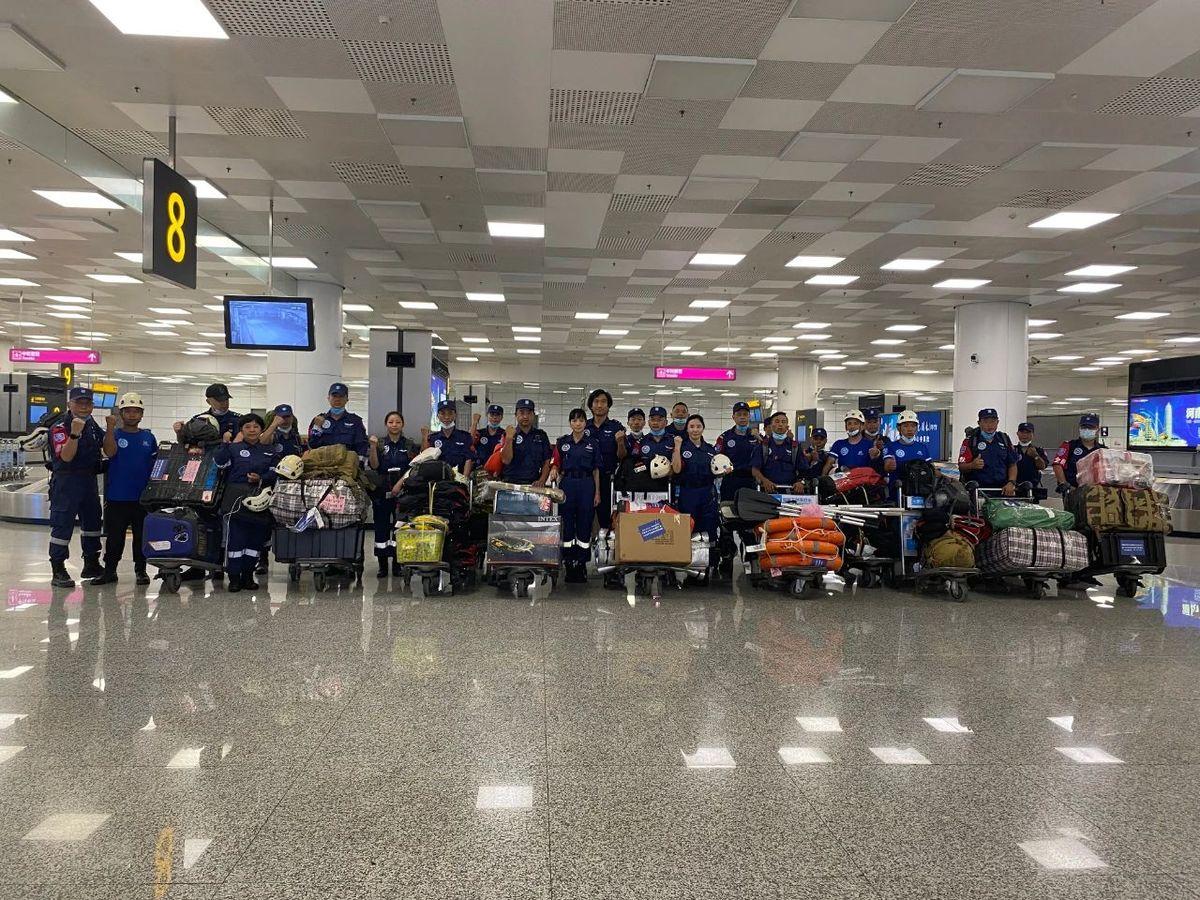 郑州机场紧急疏散三千多名旅客 保障抗洪救灾航班顺利落地郑州