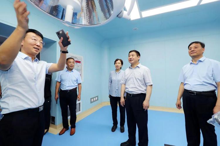 阚全程在上蔡县调研时强调 全面提升基层服务能力 着力做好市县医院建设