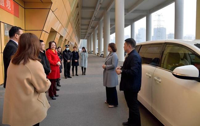 三门峡市事管局局长宋黎静慰问春节值班人员