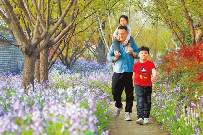 乡村游、赏花游、近郊游成出游热点 清明小长假安全有序
