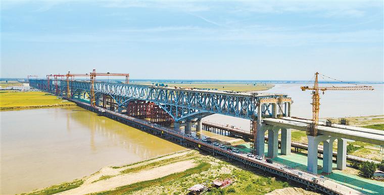郑济铁路郑州黄河特大桥主桥合龙