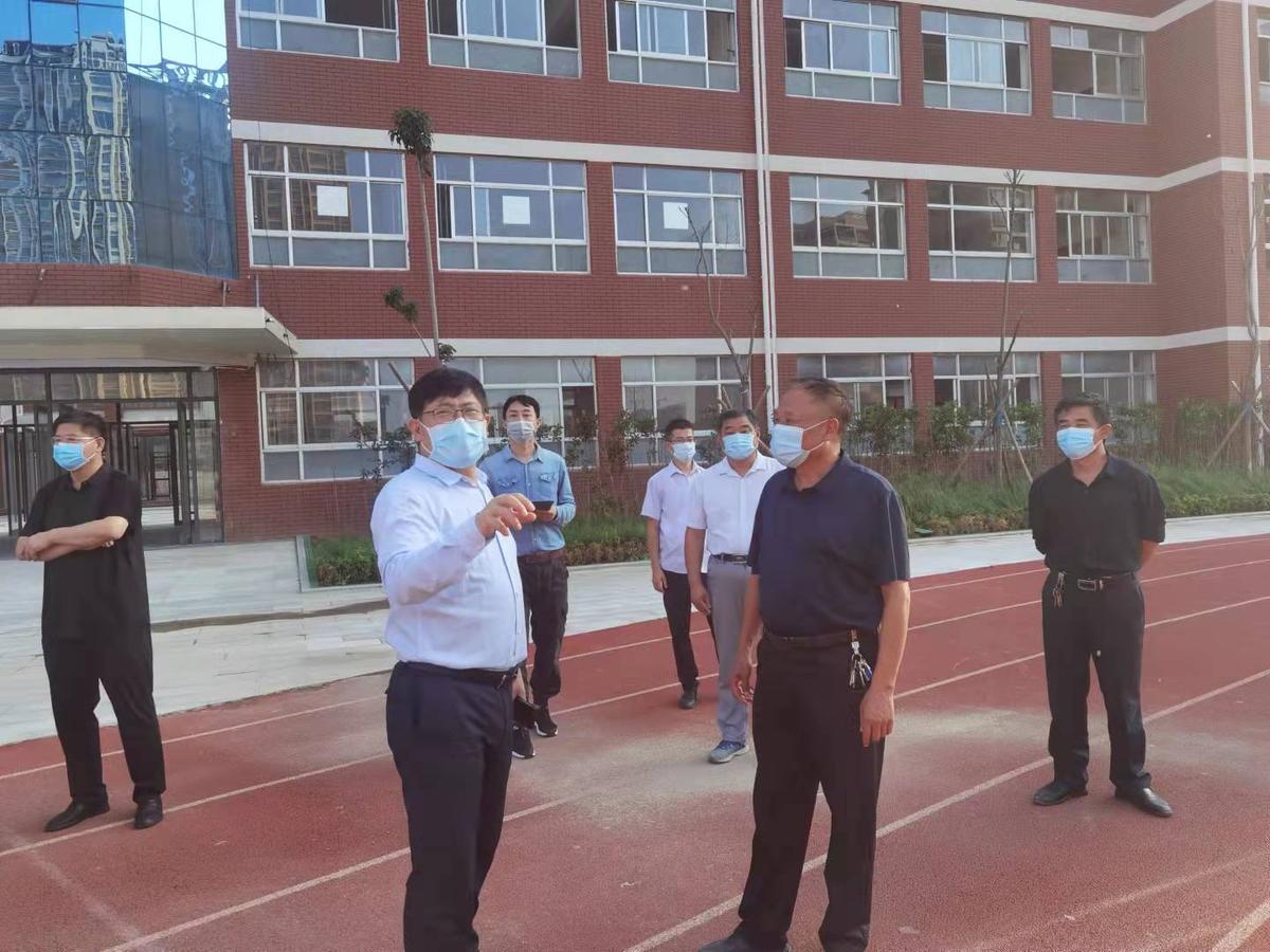 省教育厅二级巡视员徐恒振赴濮阳督导学校疫情防控、灾后重建及开学准备工作