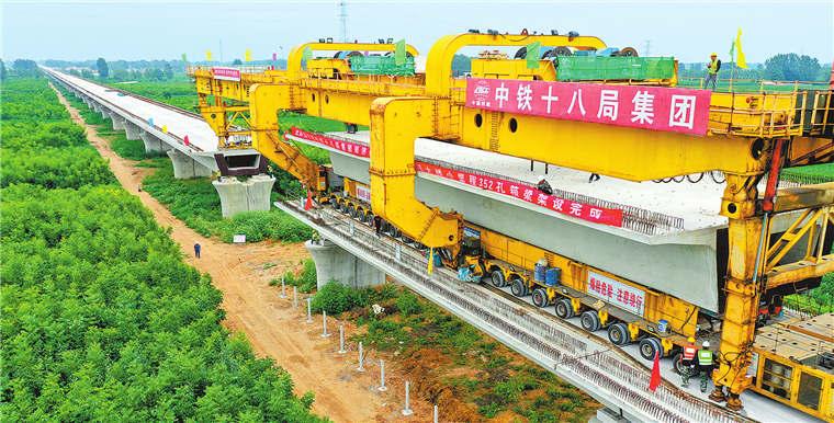 郑济铁路濮阳段高架梁铺设完成