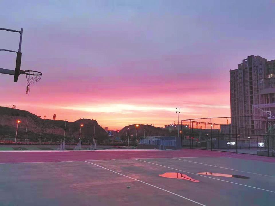 Crimson Clouds at Sunset in Zhengzhou