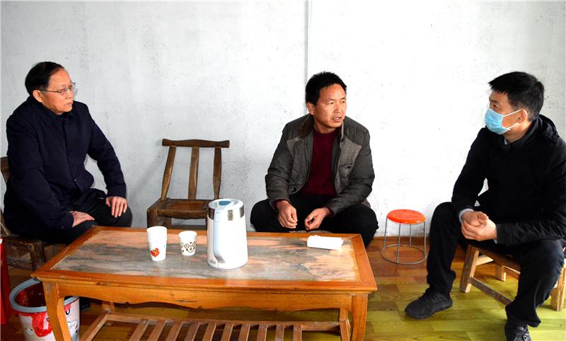驻省教育厅纪检监察组组长朱俊峰赴驻马店市、新蔡县走访慰问特困教师