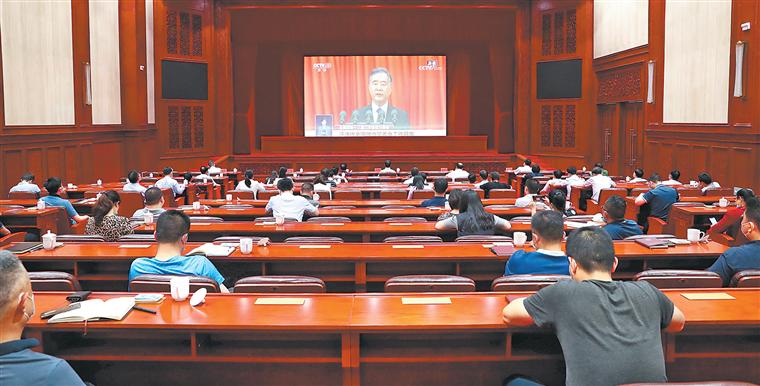 全省各界收听收看全国政协十三届三次会议直播