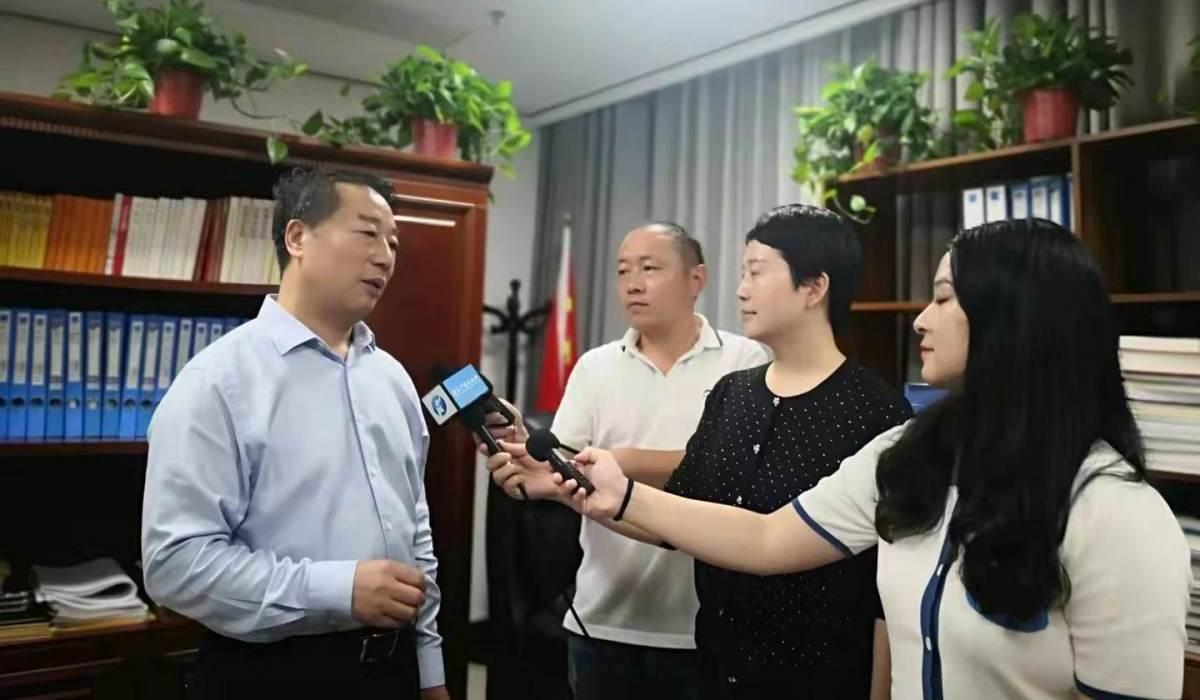 厅长赵庚辰接受媒体采访谈村民灾后住房恢复重建工作