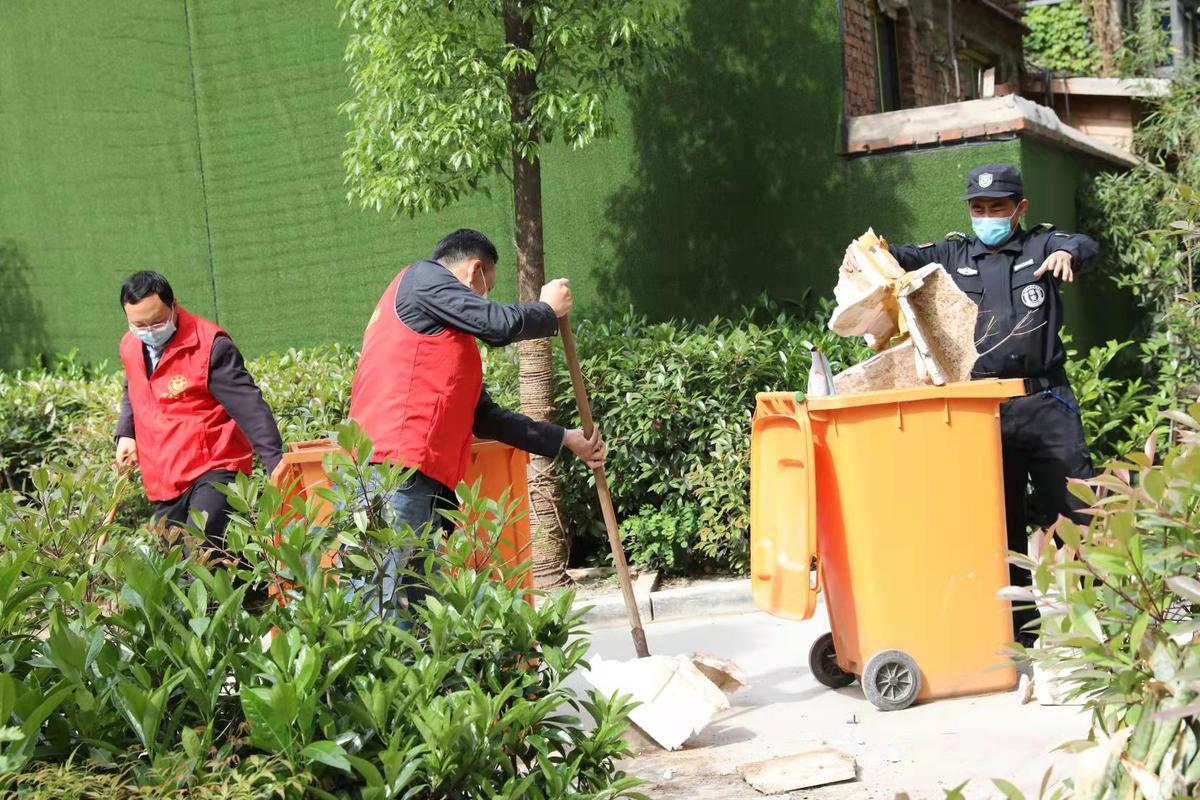 省林业局开展党员进社区志愿服务活动