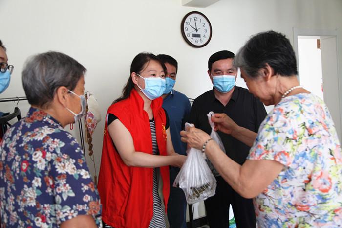 省局举办端午节包粽子活动