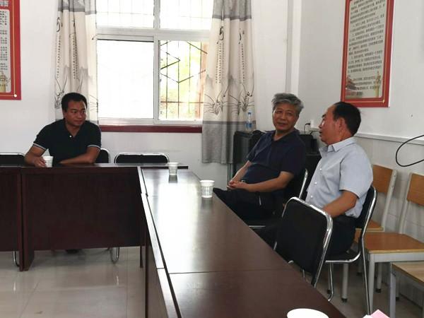 省大数据局局长王继军一行赴南鹿坡村调研指导工作