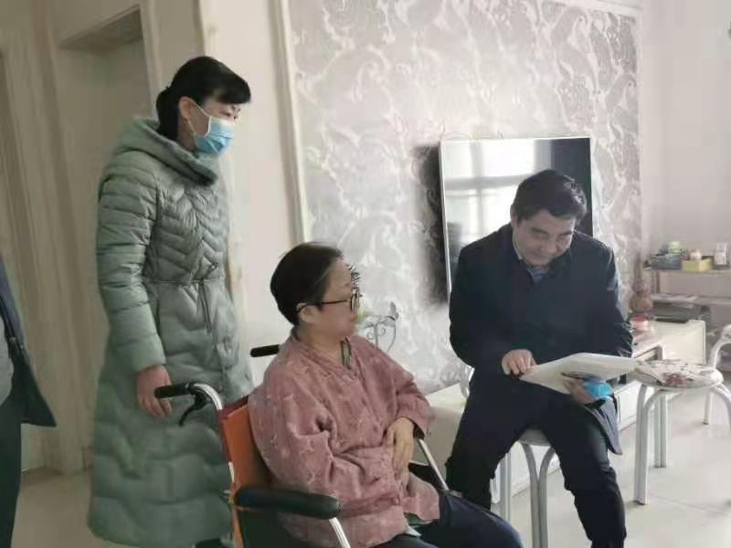 省教育厅副厅长陈垠亭赴开封市慰问特困教师