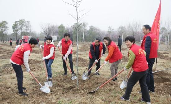 捕鱼赢现金开展义务植树造林主题党日活动