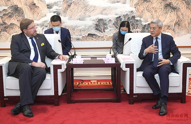 尹弘與克羅地亞駐華大使達里歐·米海林會談