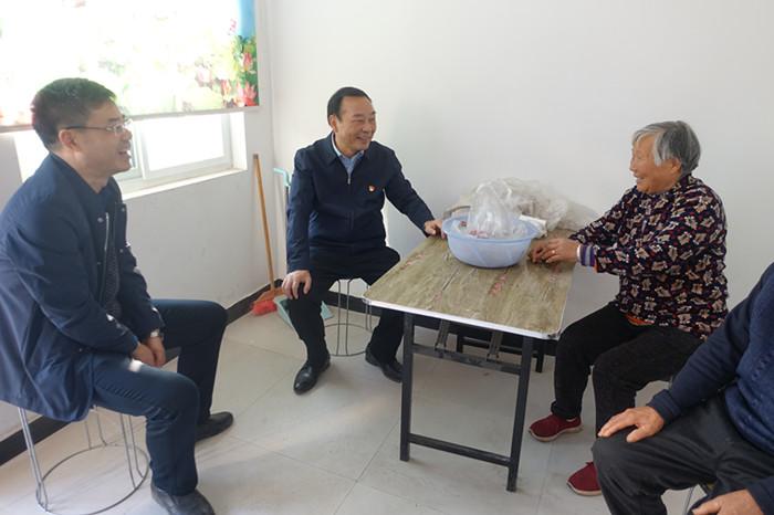 图/文:原永胜调研指导定点扶贫村脱贫攻坚工作