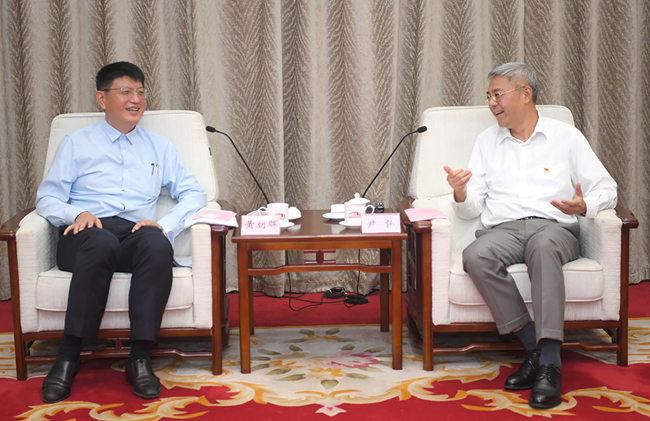 尹弘与中金公司首席执行官黄朝晖会谈