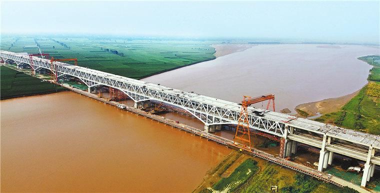 郑济铁路郑州黄河特大桥收尾