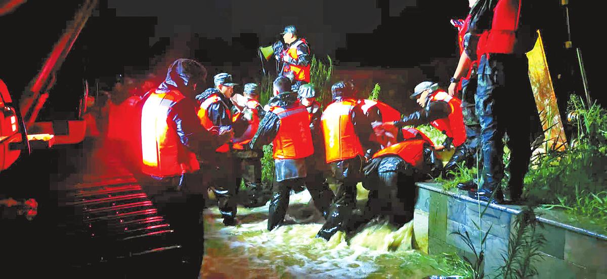 暴雨来袭 众志成城——河南省全力应对重大洪涝灾害