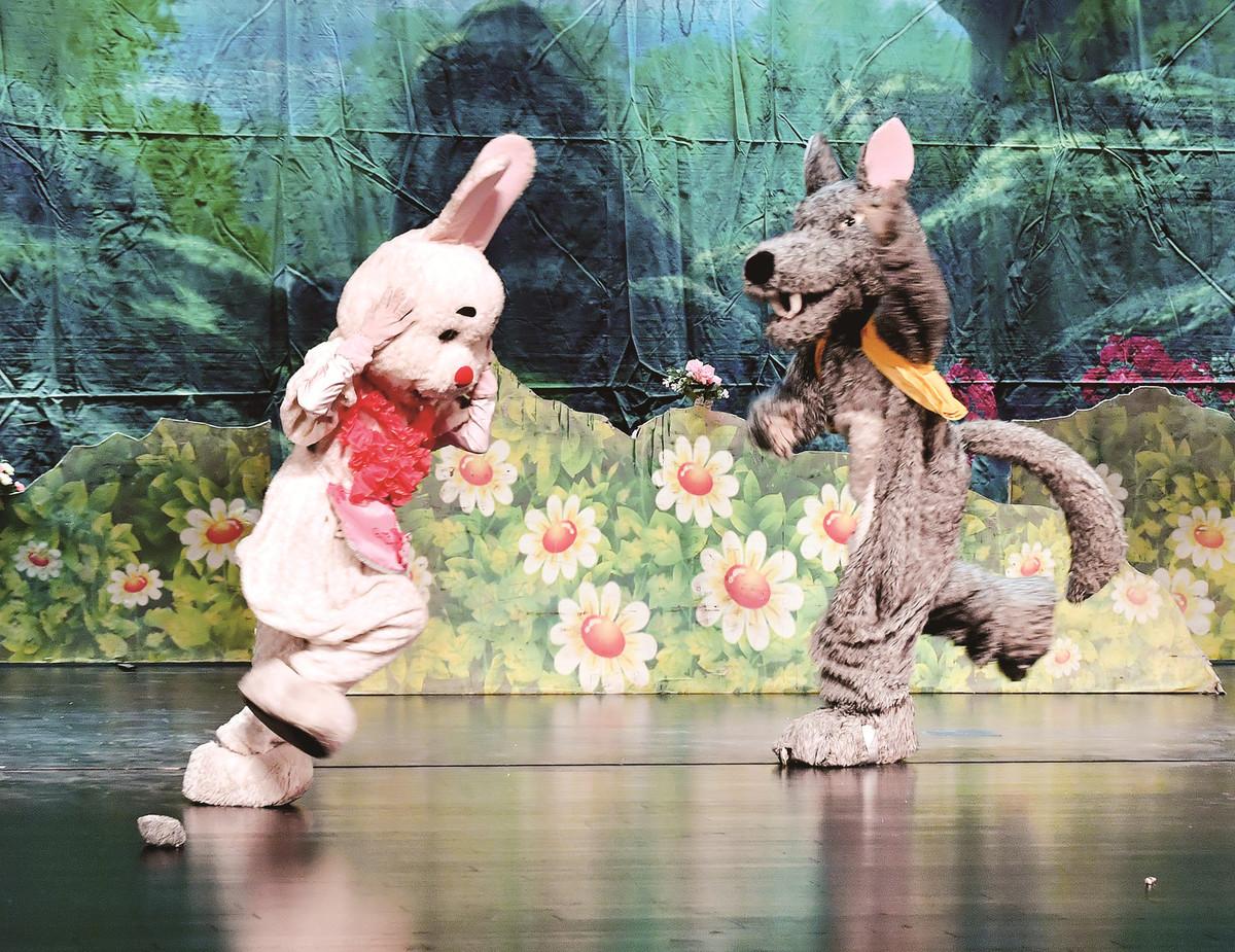 郑州大剧院迎来首轮公益文化惠民演出 吸引众多市民观看
