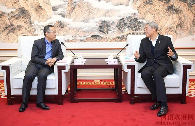 尹弘与蒙牛集团总裁卢敏放会谈