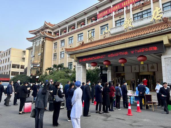 Deputies Arrive in Zhengzhou for 11th Party Congress