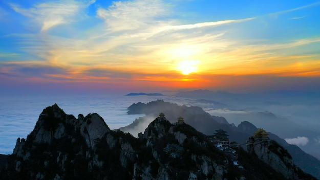 """老君山的美不仅有奇峰云海,还有行走在悬崖峭壁上的""""美容师"""""""