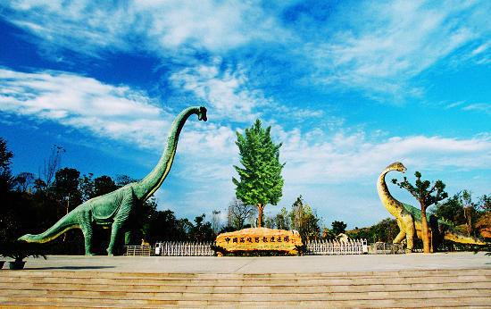 伏牛山老界岭恐龙遗址园景区