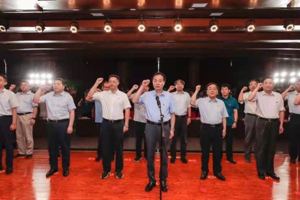 省工业和信息化厅召开<br>庆祝中国共产党成立100周年表彰先进大会<br>暨依法行政主题汇演