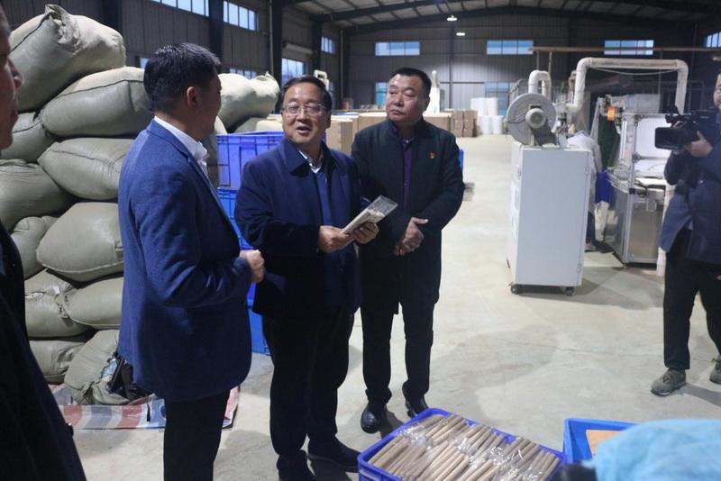 省工业和信息化厅党组成员、副厅长王连海赴信阳、驻马店开展产业扶贫专题调研