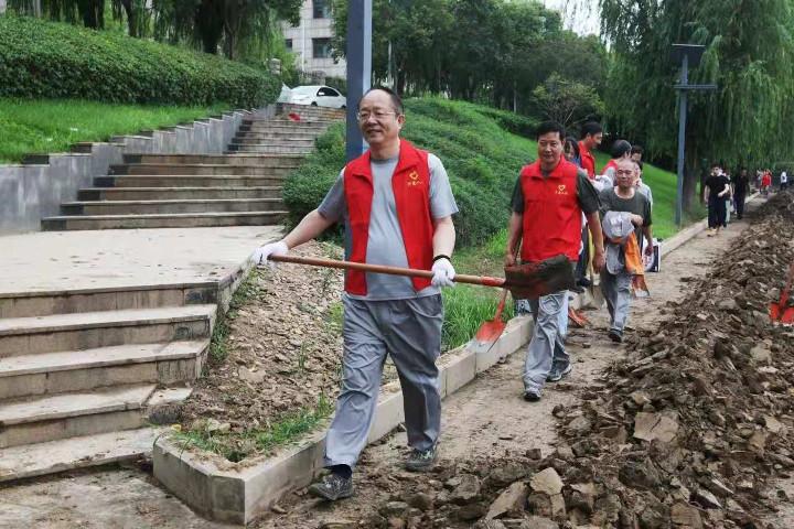 """省人防办防汛抢险救灾党员志愿者服务队组织开展""""全城清洁""""行动"""