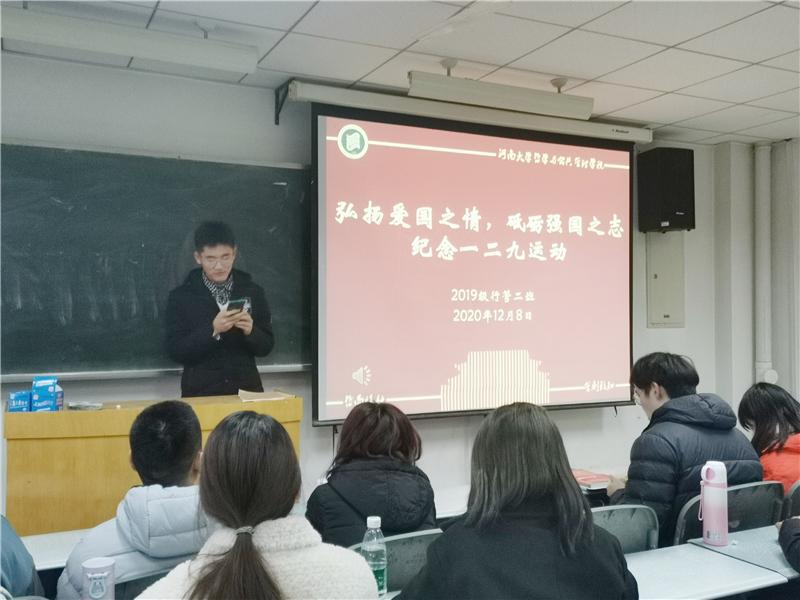 学生代表发表感想.jpg