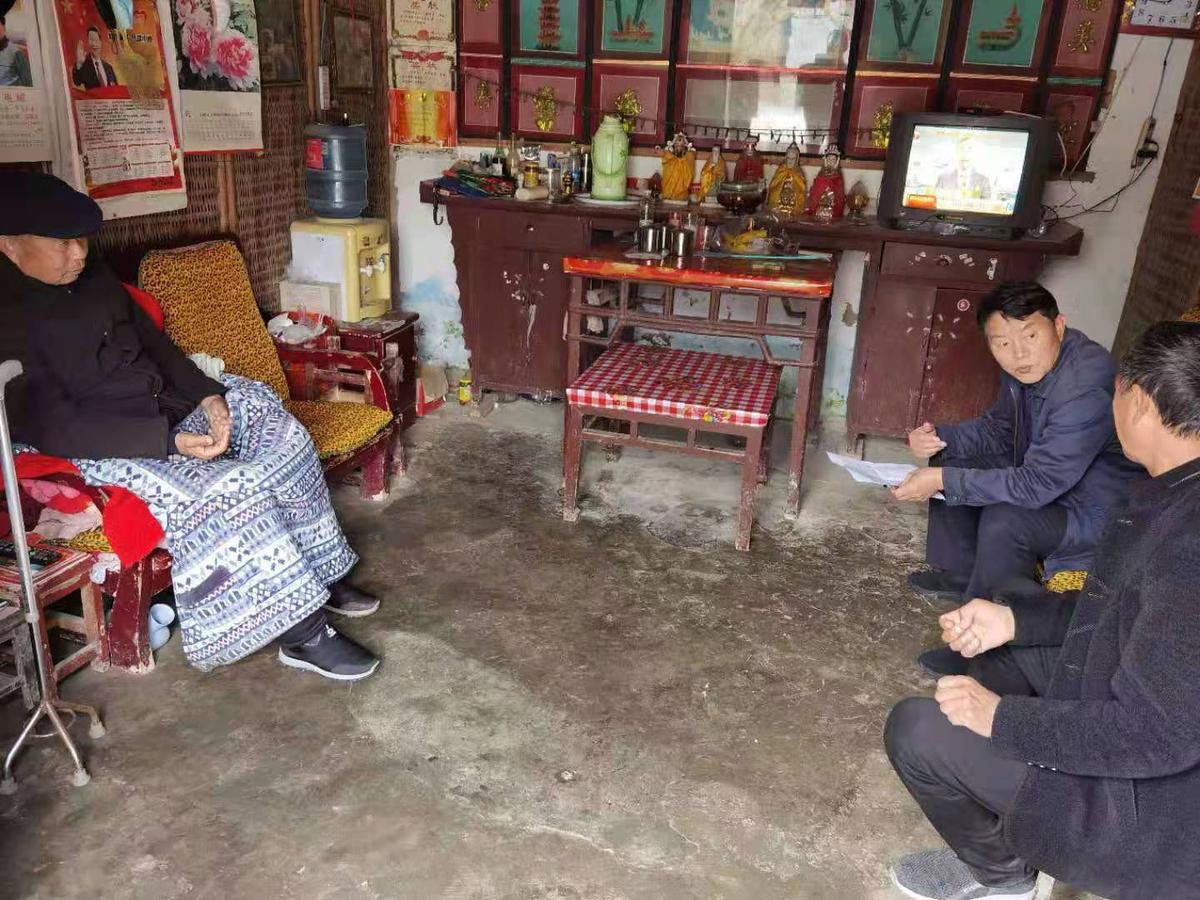 鹿邑县审计局派驻杨堂村脱贫攻坚责任组长王明杰改变贫困村面貌效果好