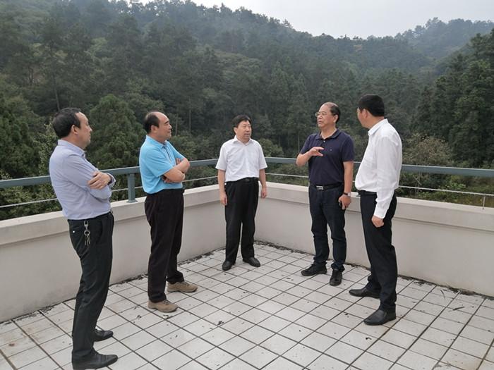 图/文:王伟调研指导省林科院生态站建设工作