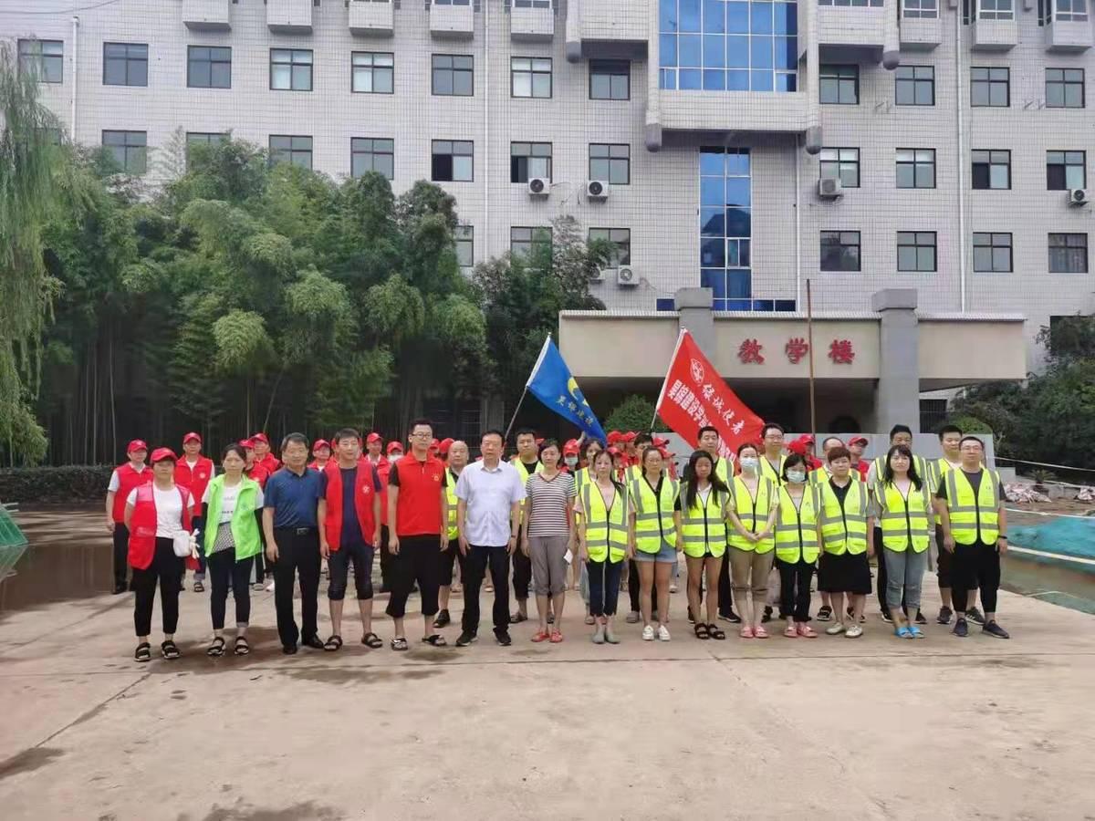 省民族宗教委副主任郭瑞疆到省民族中专指导救灾工作