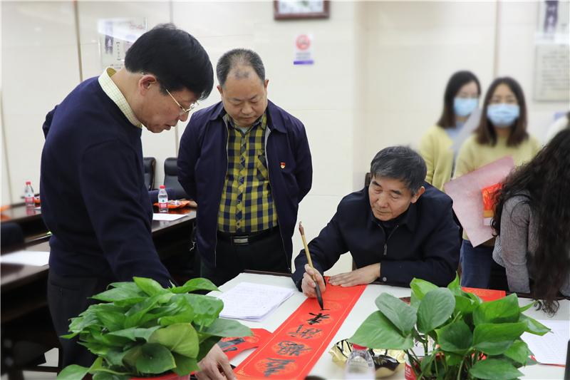 """省教育厅开展""""迎新春书法名家送春联""""活动"""