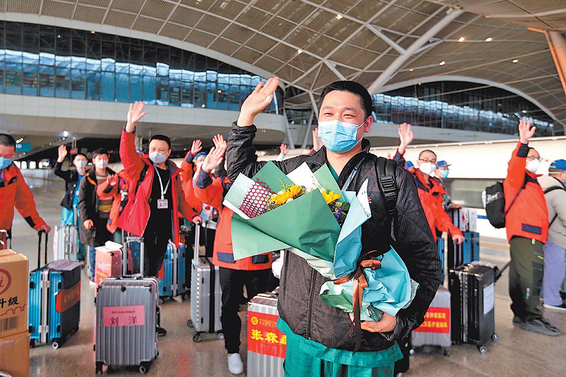 人间最美是团圆 河南省最后357名支援湖北医疗队队员抵郑 至此,1281名队员全部平安归来