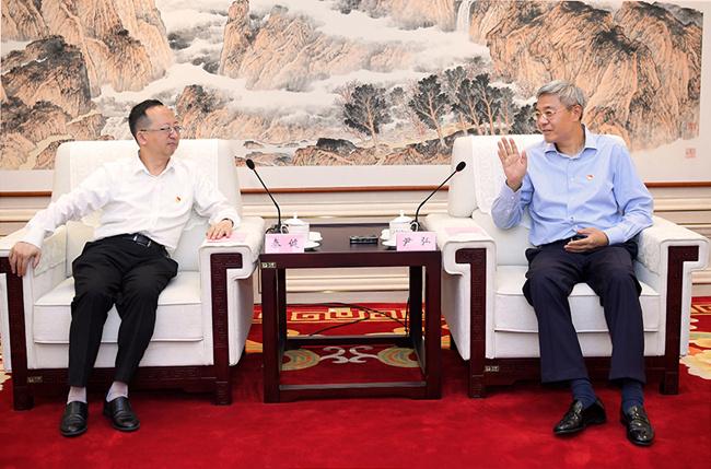尹弘与上海联和投资有限公司董事长秦健会谈