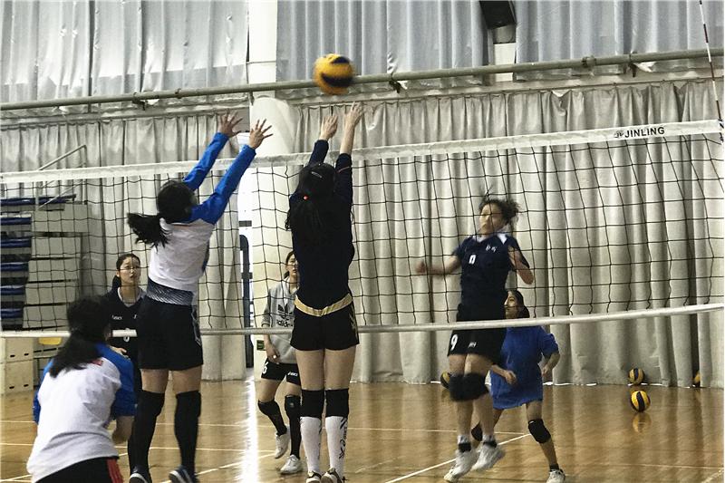 省教育厅总督学李金川调研学校体育美育工作