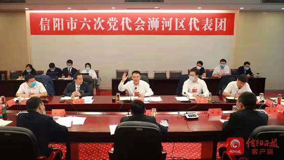 王东伟参加浉河区代表团讨论审议