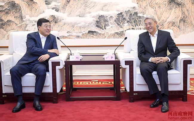 尹弘與伊利集團董事長潘剛會談